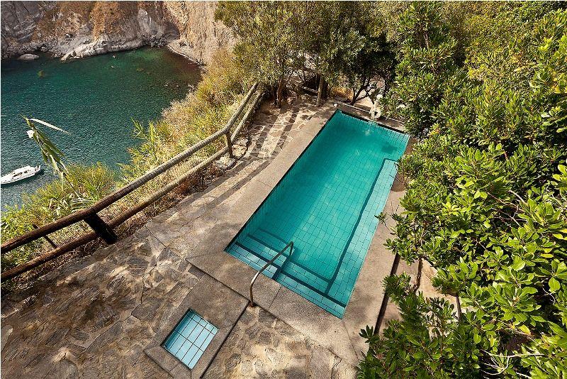 piscine-hotel-punta-chiarito-resort11