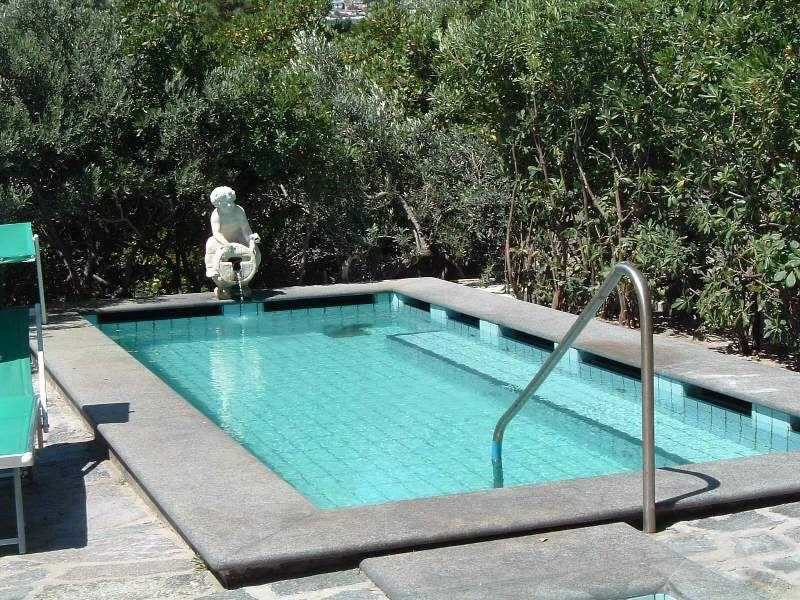 piscine-hotel-punta-chiarito-resort13
