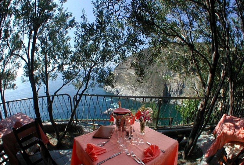 ristorante-hotel-punta-chiarito-resort10