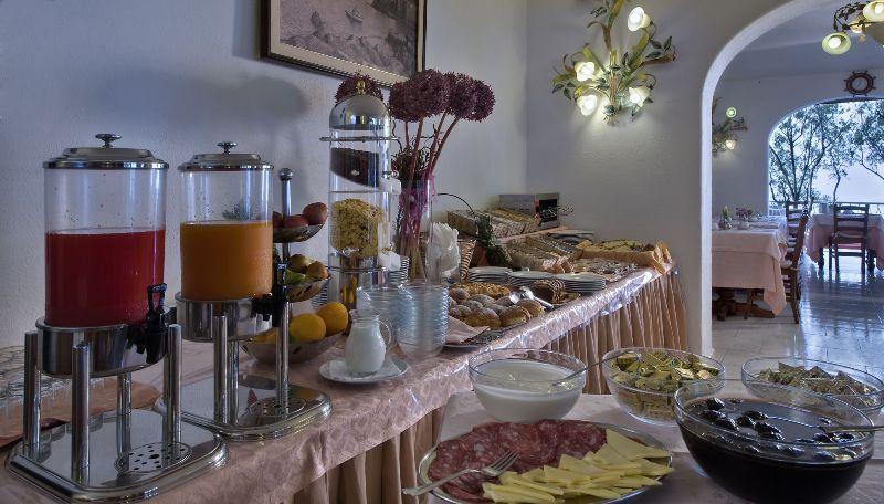 ristorante-hotel-punta-chiarito-resort13